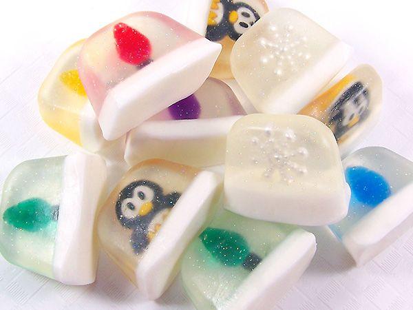 DIY Miniature Snow Globe Soaps – Soap Making Tutorial www.CraftingLibrary.com #soapmaking #DIY