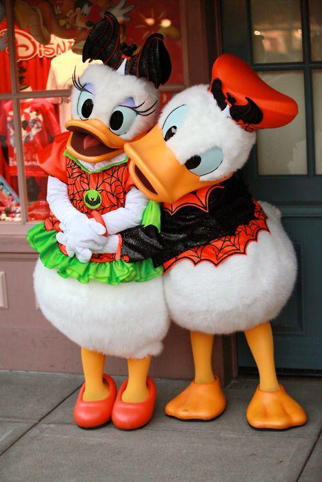 Donald & Daisy Halloween! Omg, so cute!