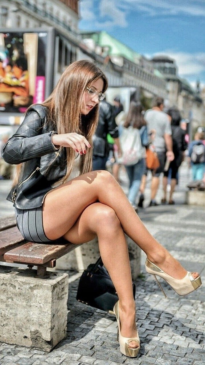 Short skirt on the streets — pic 6