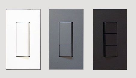 アイプラスアイでは、コンセントやスイッチは、パナソニック電工、コスモシリーズの白や神保電気のNKPをつけるケースがことが多いですが、素材感のある壁や白くな...