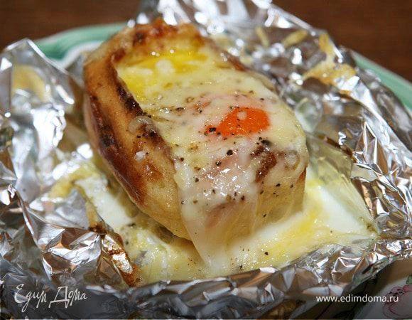 Яйца Пармантье по рецепту Юлии Высоцкой Это очень интересный рецепт — такое блюдо и дети, и взрослые, как правило, едят с удовольствием, а готовить его довольно просто. Картофель предварительно запеките в духовке, сыр подойдет любой твердых сортов. #готовимдома #едимдома #кулинария #домашняяеда #завтрак #утро #рецепт #яйца #пармантье #юлиявысоцкая #вкусно #легкоприготовить