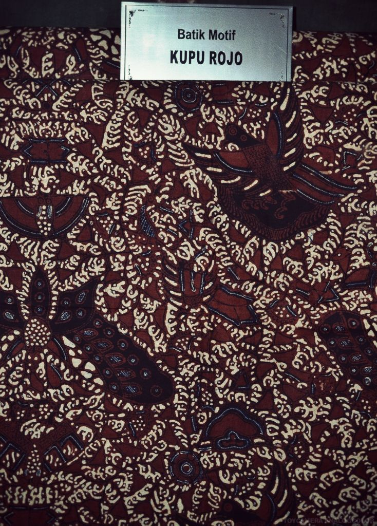 batik motif kupu rojo
