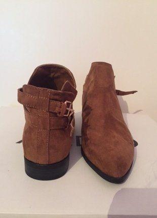 À vendre sur #vintedfrance ! http://www.vinted.fr/chaussures-femmes/bottes-and-bottines/30198627-bottines-marron-camel-forever-21
