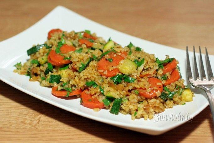 Bulgur je druh lámanej tvrdej pšenice a jeho príprava je veľmi jednoduchá. Nemusí sa variť ako ryža, pritom je výživnejší a v kuchyni má široké využitie. Obsahuje veľa vlákniny, vitamín A, fosfor, železo a horčík. Vonia obilím a má zvláštnu orieškovú chuť. Pripravuje sa podobne ako kus-kus, stačí spariť dvojnásobným množstvom horúcej vody, zakryť a počkať asi 15 minút.