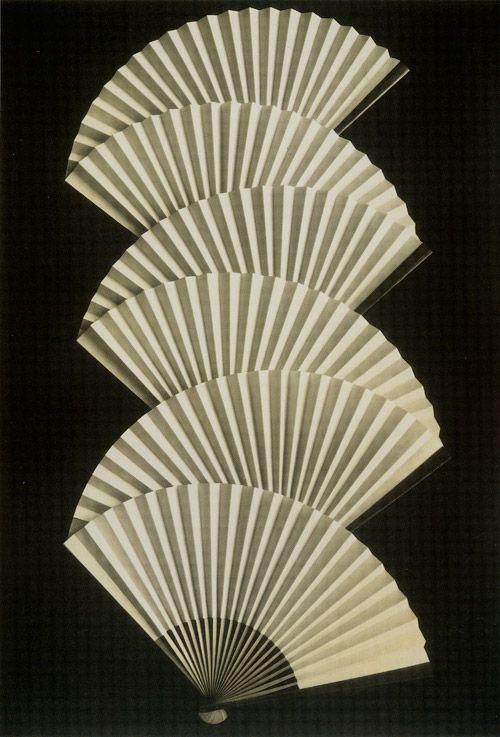 margadirube:  nobrashfestivity: margarethe mather, fans, 1931