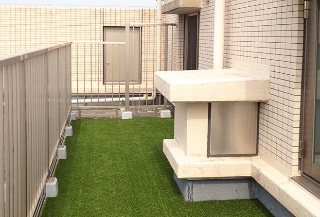 まるで天然芝のような人工芝生。屋外はもちろん、屋内やマンションのベランダに敷いてリラックス空間にしても。#リフォーム #ベランダ