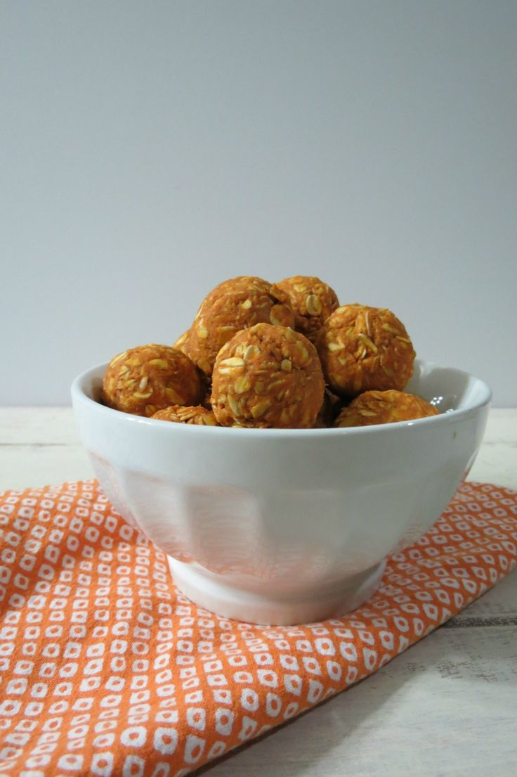Peanut Butter Pumpkin Dog Balls - Healthy, no bake nutritional dog treats made with organic peanut butter, organic pumpkin, gluten free oats and honey. They are also human safe!! They taste good! :)