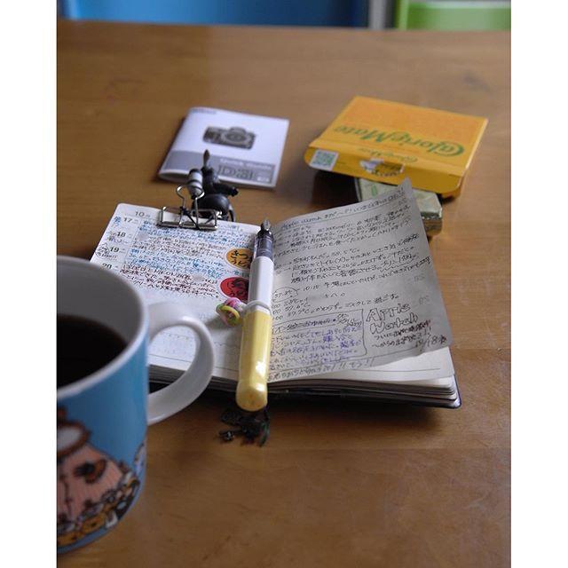 今日のお供はカロリーメイトフルーツ味。 #能率手帳#おっちゃん手帳#手帳#手帳タイム#手帳時間#万年筆#カクノ#写真#ライカ#文房具#コーヒー#カロリーメイト#nolty#notebook#planneraddict#plannergirl#plannerlove#notebook#fountainpen#fpgeeks#kakuno#leica#leicaxvario#coffeetime#arabia