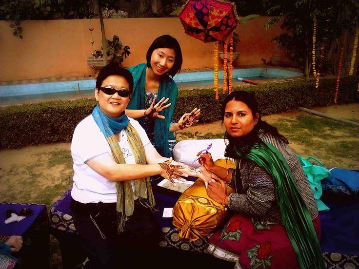 Learn the basics of applying Mehandi in Jaipur | Padhaaro