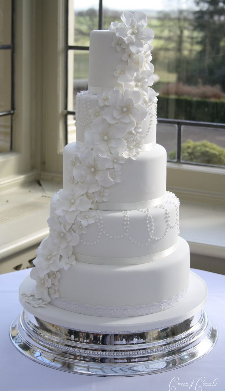 https://flic.kr/p/bA58ir | 5 petal flower cascade cake | Delivered to stunning Kilworth House in Leicester this morning. The bride designed the cake based on a Planet Cake design but with a pearl necklace effect on 2 of the tiers. The pearls were painted with lustre and the flowers were dusted with lustre dust. Also made 130 cookies for the brides favours. They took almost as long as the cake to make !  The venue said that the cake for last weeks wedding was provided by The Little Venice ...
