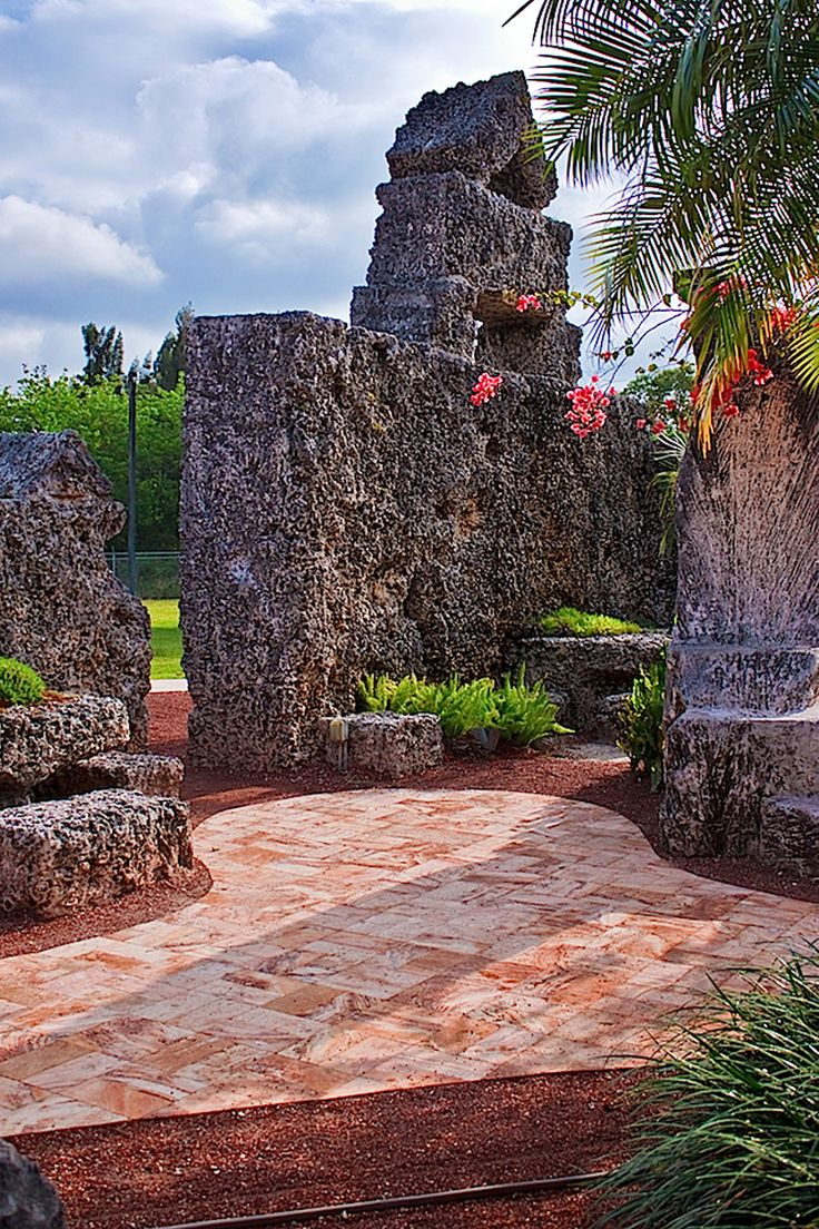 Florida | Castles | Road Trip | Fairy Tale Places | Travel | Day Trips | Weekend Trips | Amazing Places | Hidden Gems | Unique Places | Things To Do | Beautiful Places | Destinations | Explore | Attractions | St. Augustine | Coral Castle | Solomon's Castle