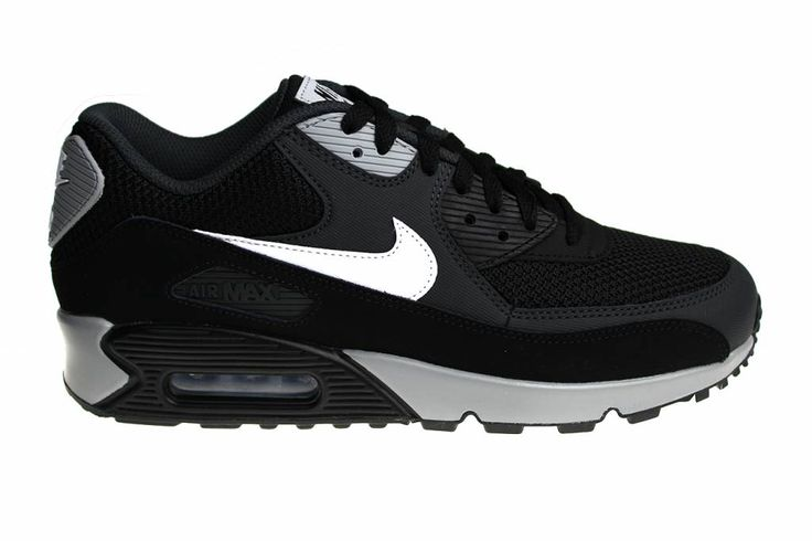 This Nike Air Max 90 Essential for men is in our opinion one of the greatest Nike Air Max 90 models of all time! It's a real must have!