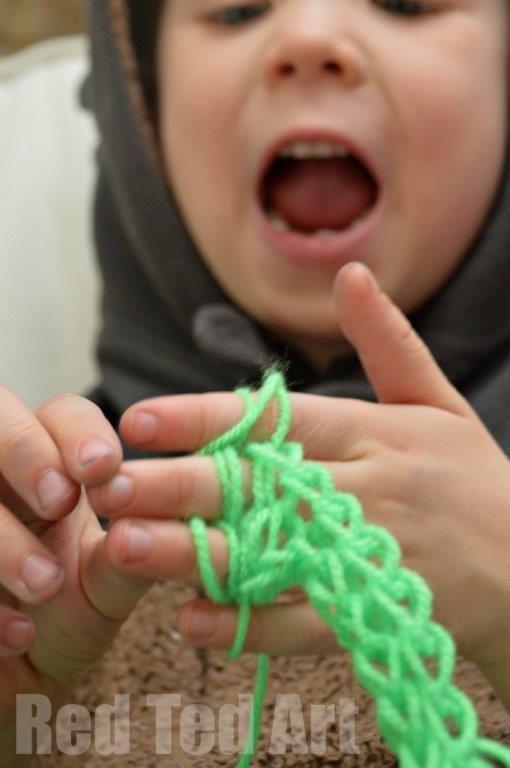 Finger knitting with children made easy