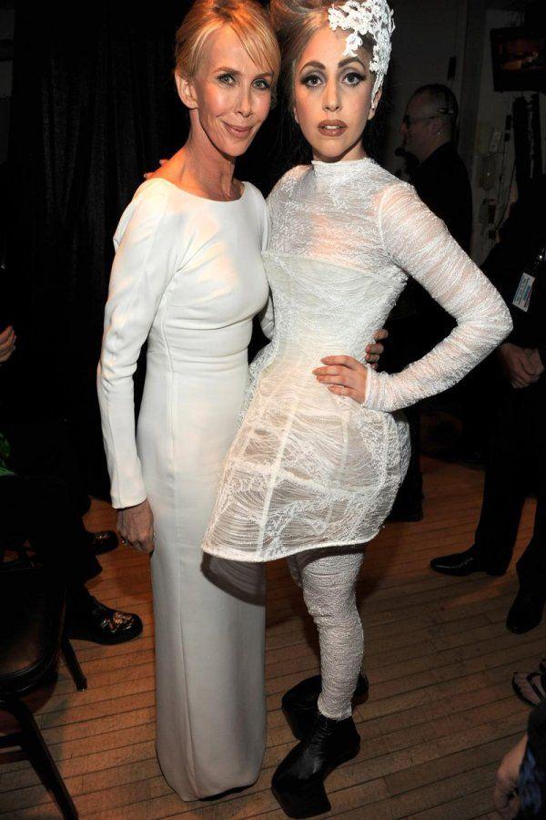 Лучшие платья Леди Гага , а обувь .......