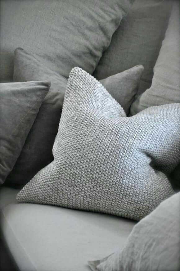 Grey Knit Throw Pillow : 351 best images about DIY Ideas - Knit on Pinterest Cable knit blankets, Knitted pillows and ...
