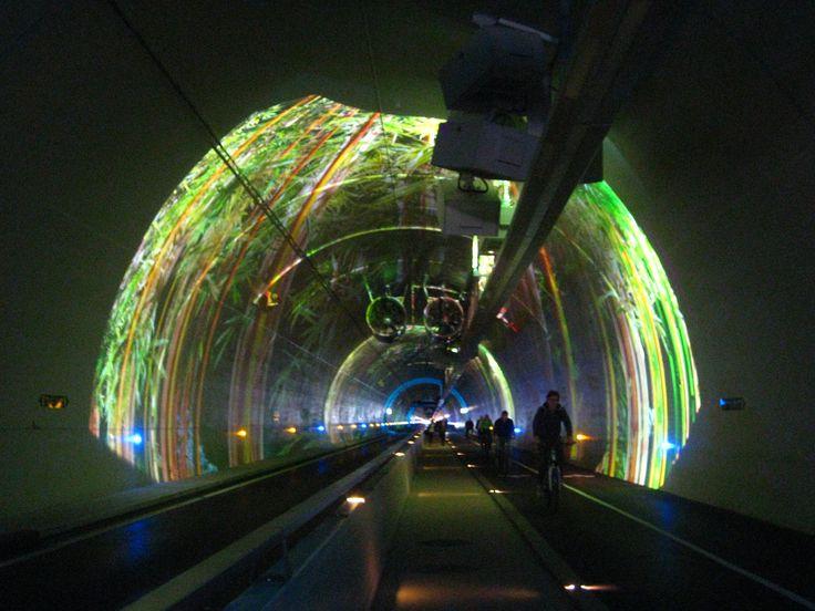 Tunnel pour cyclistes et pietons de la Croix Rousse, Kaléidoscopes. © Olivier Razemon