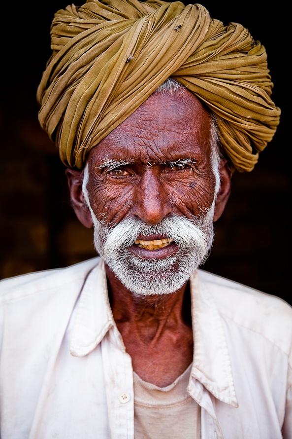 nake man india old man