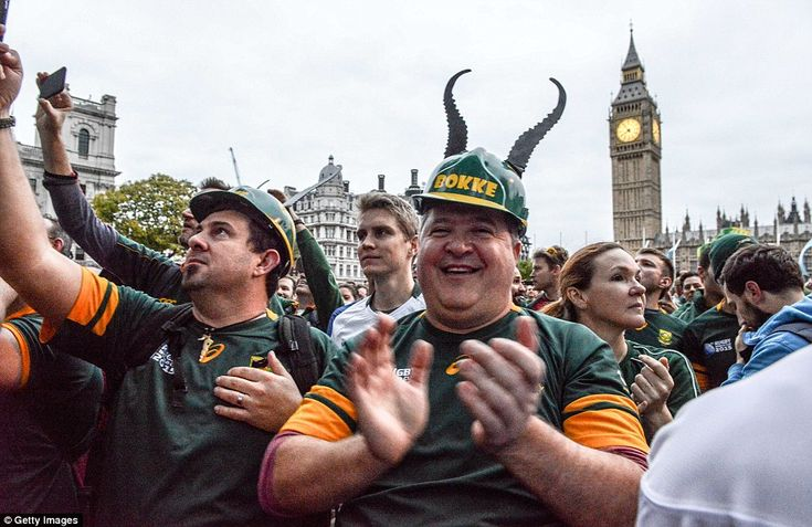 Jubilant South Africa fans gathered in central London to see the victorious 1995 Rugby World Cup winning side at 'jog the memory'