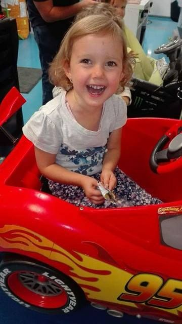Malá princezná spokojná so svojím novým účesom. #haircut #hairstyle #detskekadernictvo #kadernictvo #trnava #slovakia #littleprincess #girlhaircut #hairdresser