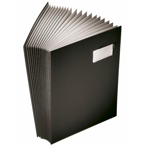 Leitz vloeiboek met 20 compartimenten A4 zwart  |  Leitz vloeiboeken met 20 compartimenten en kunststof omslag zijn uitermate geschikt om belangrijke documenten te bewaren, ordenen en transporteren. Het vloeipapier zorgt samen met de kartonnen scheidingsbladen (voorzien van tabs) voor een optimale bescherming van documenten. Door de PP omslag is het vloeiboek vuilwerend en gemakkelijk afneembaar.