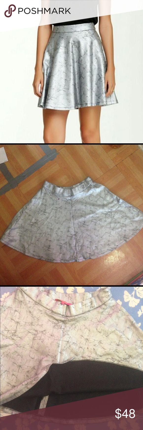 Catherine Malandrino Metallic Mini Skirt US 8/10. Very nice Catherine Malandrino women's metallic mini skirt Medium for US size 8/10. New with tag! Pull on closure. Catherine Malandrino Skirts Mini