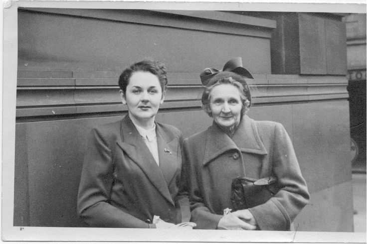 Valmai Murray (later married as Bayliss) and her mother Ellen Murray (nee Smith) daughter of Catherine (ka Katie) (Clowry) and Thomas Smith. My mother and maternal grandmother.