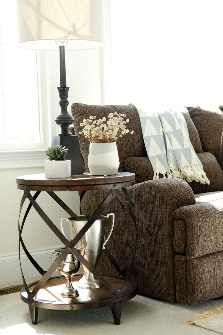 An end table perfect for the rustic home of your dreams! Shortline is the perfect collection for you!