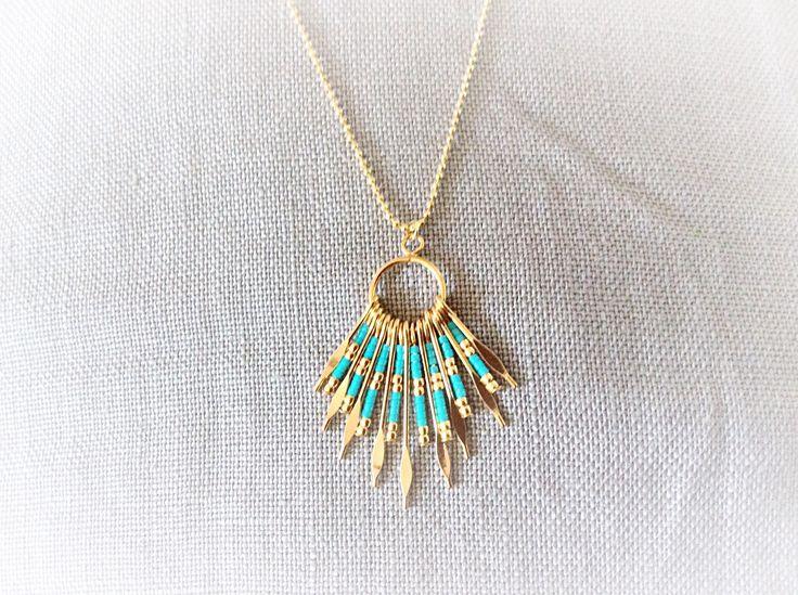 Collier sautoir fantaisie doré et son pendentif à tiges et ses perles miyuki turquoise : Collier par les-envoutantes