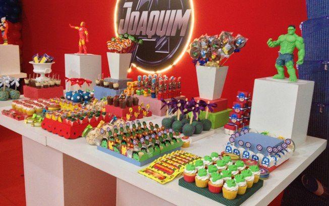 Os 'Vingadores' do cinema - Hulk, Homem de Ferro, Thor e Capitão América - são um bom tema para mesas de festas de meninos
