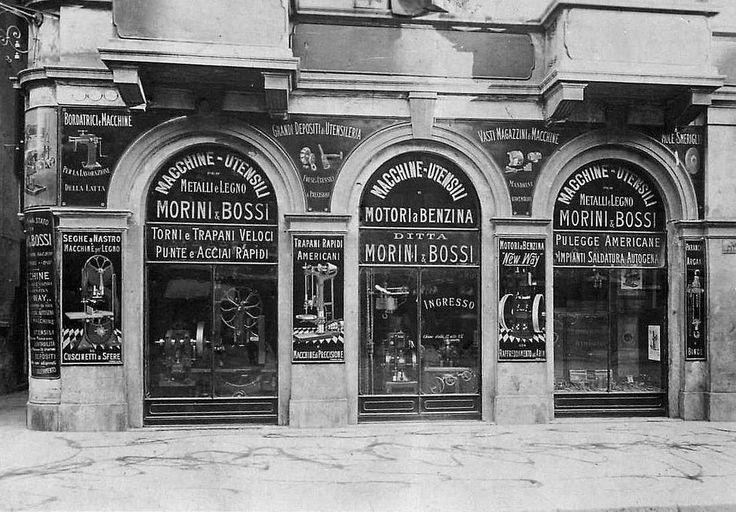 Via Manzoni all'altezza del Civico 31 - sulla sinistra lo scomparso Vicolo Facchini | da Milan l'era inscì