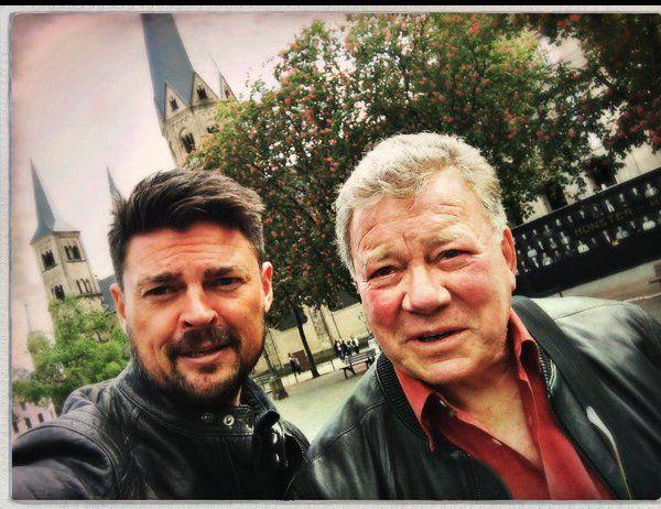 Bones & Captain Kirk doin' the selfie! ❤️ (Karl Urban & William Shatner)