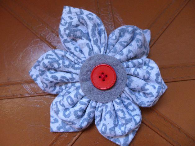 Haarblüten - Blumenanstecker - Leoprint - Haarblüte - ein Designerstück von Tinschae bei DaWanda