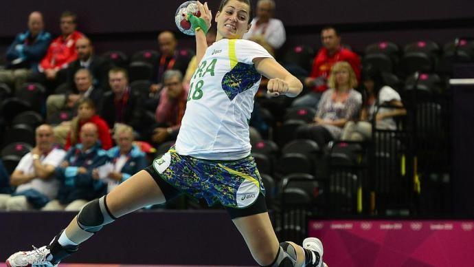 Eduarda Amorim durante a vitória da seleção brasileira de handebol, em 30/07/2012