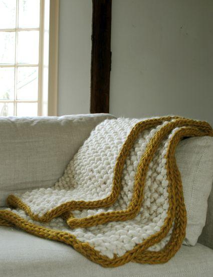 Eleventh Hour Blanket by The Purl Bee. Punto a dos agujas. En inglés. Se hace con lana bulky (muy gruesa) doble. En punto de arroz y añadiéndole un cordón tejido aparte (I-cord). Superrápida de hacer.