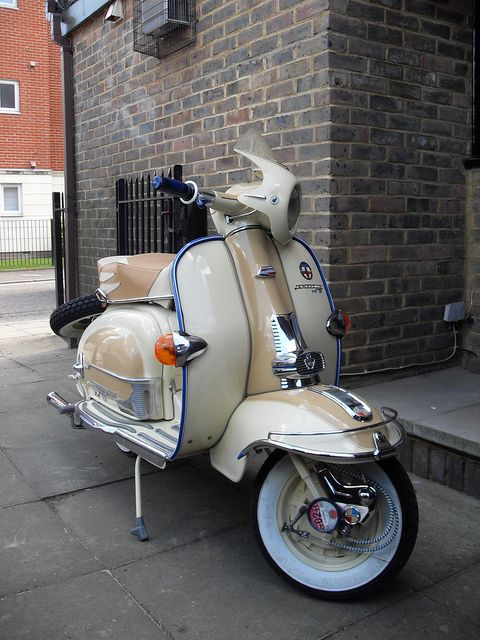cafe windscreen — 1960 Lambretta TV 175 Series 2