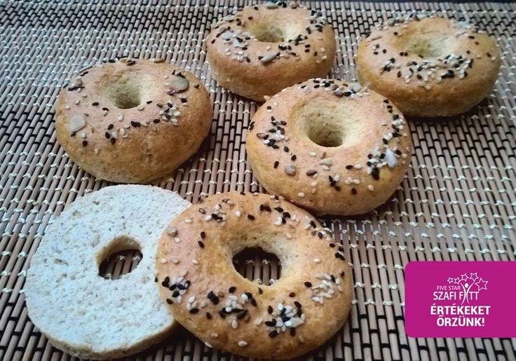 Szénhidrát-csökkentett,paleo bagel    Megérkezett a várva várt gluténmentes, tejmentes, élesztőmentes, csökkentett szénhidráttartalmú paleo bagel recept :) Hozzávalók (3 darabhoz):  40 g Szafi Fitt Ch csökkentett lisztkeverék (Ch csökkentő lisztkeverék ITT!) 20 g Szafi Fitt nyújtható sós