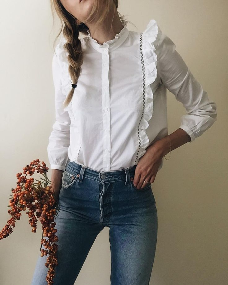 Cute Shirt, would be prefect with a Jean Skirt.   Victorian blouse for autumn winter @nycbambi •