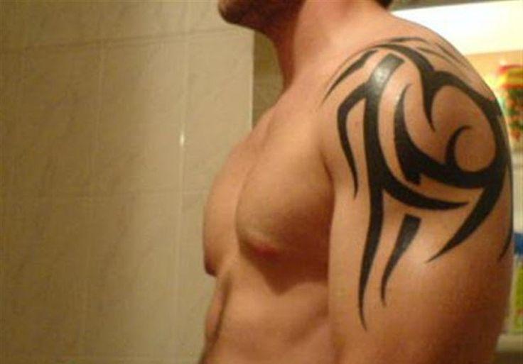 20-simple-shoulder-tattoo-for-men.jpg 1024×715 píxeles