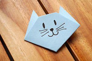 Un chat en papier très facile à réaliser en origami.