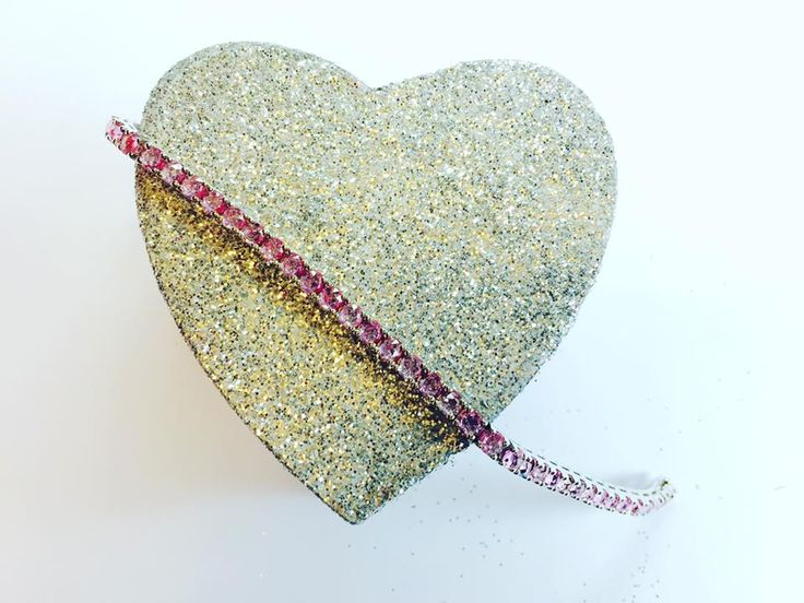 Pink Sapphire tennis bracelet set in a white gold chain, from the Luxury Rose collection
