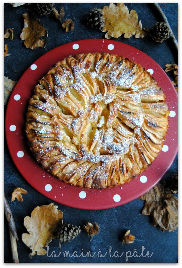 Tarte aux pommes dont la base est une pâte à gâteau