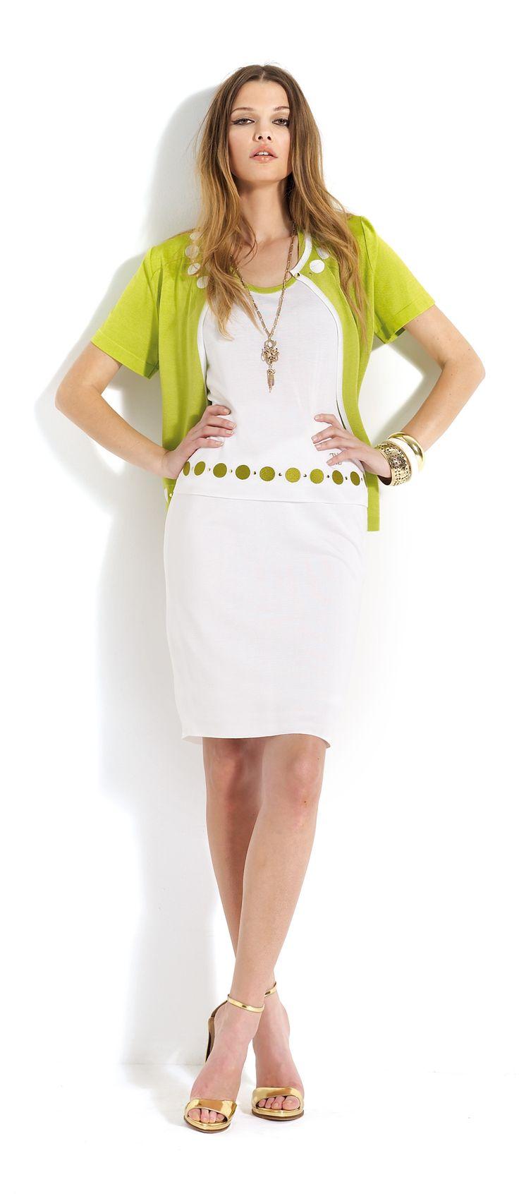 Falda y jersey de color blanco con rebeca de color verde #skirt #white #green #summer #cardigan
