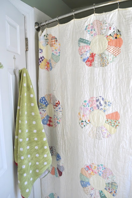 quilt as a shower curtian... cute!: Home Tours, Vintage Quilts, Quilts Shower Curtains, Sewing Shower Curtains, Old Quilts, Curtains Quilts, Bathroom Ideas, Bathroom Redo, Shower Curtian