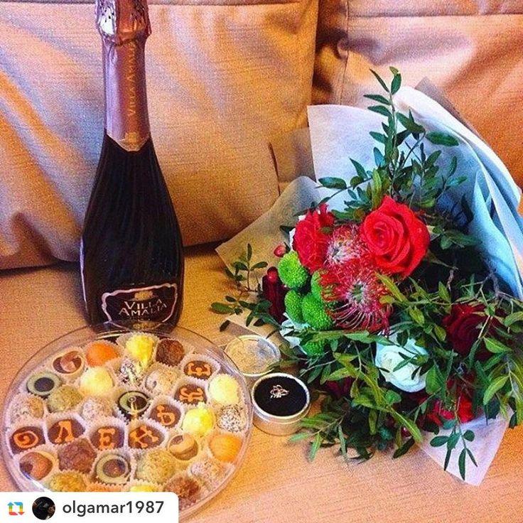 Доброе понедельничное утро✨ Спасибо нашим клиентам за прекрасные фото)❤️ _______________  @olgamar1987:Как приятно, что есть мужчина, которому не безразлична, который рядом и в печали, и в  радости, от общения с которым мои глаза горят ярче звёзд) #flowers #романтика http://gelinshop.com/ipost/1520056675061539399/?code=BUYU34LgSJH