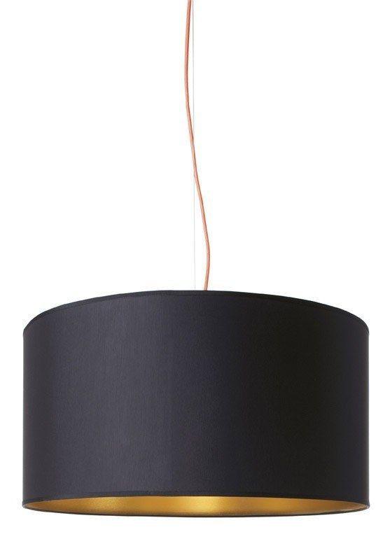 Design+by+Us+-+Alexis+Pendel+-+Sort+-+Elegant+og+sofistikeret+håndlavet+Alexis+pendel+fra+Design+by+Us.+Alexis+pendlen+er+udstyret+med+en+orange+stofledning,+og+indersiden+af+den+håndlavede+lampeskærm+er+guldfarvet,+hvilket+giver+lampen+den+ekstra+smule+kant+og+charme,+der+vil+give+din+stue+et+smukt+løft.