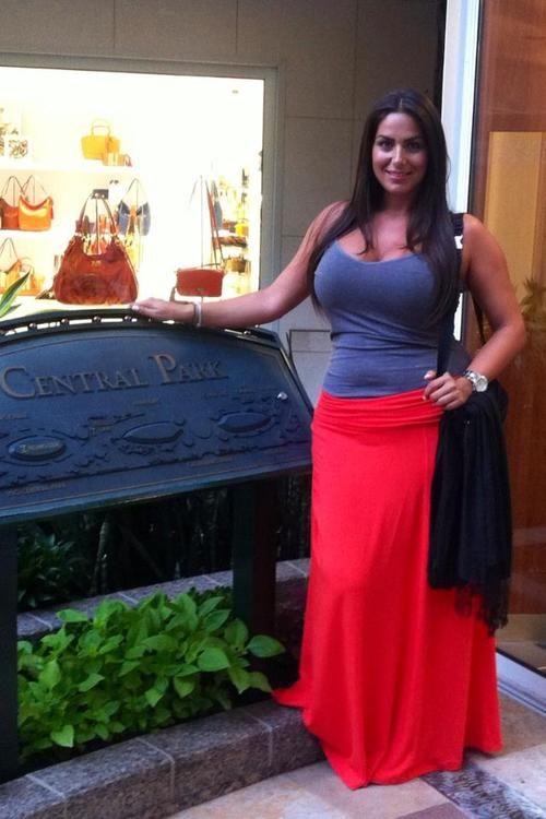 curvy women look so pretty in Cami & Maxi Skirt: