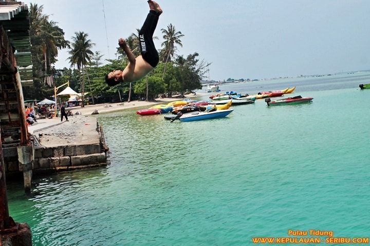 Jembatan Cinta Pulau Tidung - Pulau Tidung Island is the largest island in the group of islands in the Pulau Seribu Islands. Package Pulau Tidung Island, http://kepulauan-seribu.com/pulau-tidung