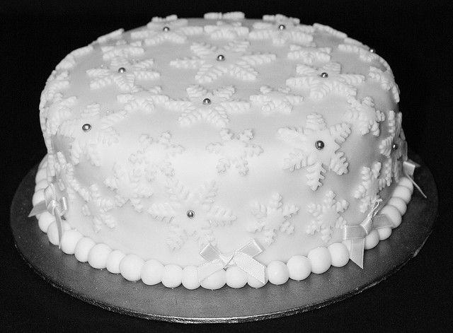 Elegant Christmas Cake Decoration : 503 best images about Cake decorating on Pinterest ...
