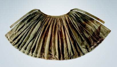 """17th century Chima (Skirt) from the """"tomb of Jyeong KwangKyung's wife, Mrs. Min(1586~1644).... This padded wrap-skirt consists of 5 panels sewn together in a peony pattern. Both waistband and sash are well preserved."""" At the Gyeonggi Provincial Museum http://www.musenet.or.kr/english/collections/show.asp?ct=6=487"""
