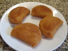 Les rissoles sont un pastel salée en forme de demi-lune, faite à base de farine et d'une remplissage de viande hachée. Essayez cette recette portugaise!